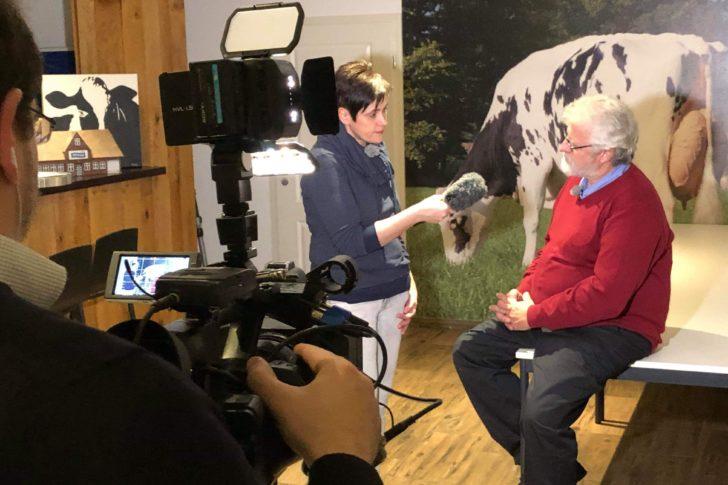 Rollentausch - Interview einmal umgekehrt, hier schlüpft die Landwirtin in die Rolle des Reporters