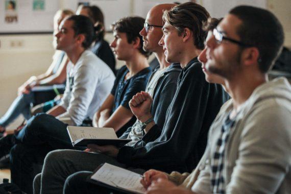 Vorlesungsführung Für Erstsemester Bachelor Design Studierende, Campus Dessau Am Gebäude 1. Hörsaal 303.
