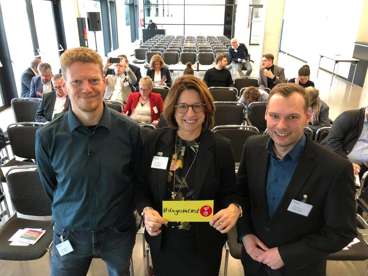 Falk Hedemann, Journalist; Daniela Kösters, Samtgemeindebürgermeisterin von Emlichheim, Niedersachsen und Philipp Wesemann, ehemaliger jüngster Bürgermeister im Land Brandenburg